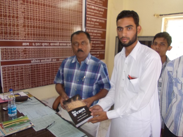 SIO Pulsad gifts Quran to Police Head Inspector