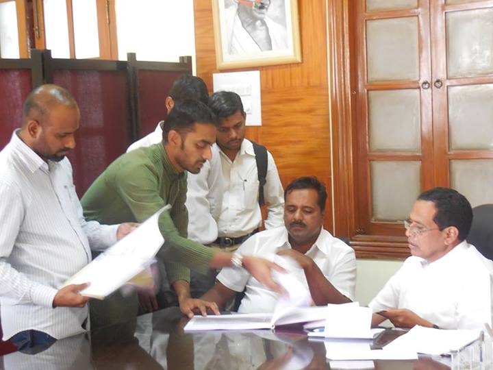 SIO Karnataka delegation meets Minister for Primary & Secondary education