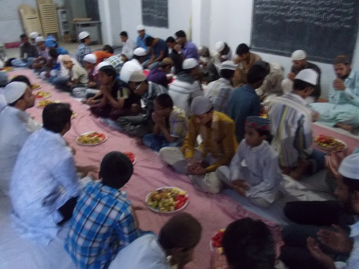 Karnataka Raichur unit of Students Islamic Organisation of India organised an Iftar party for students