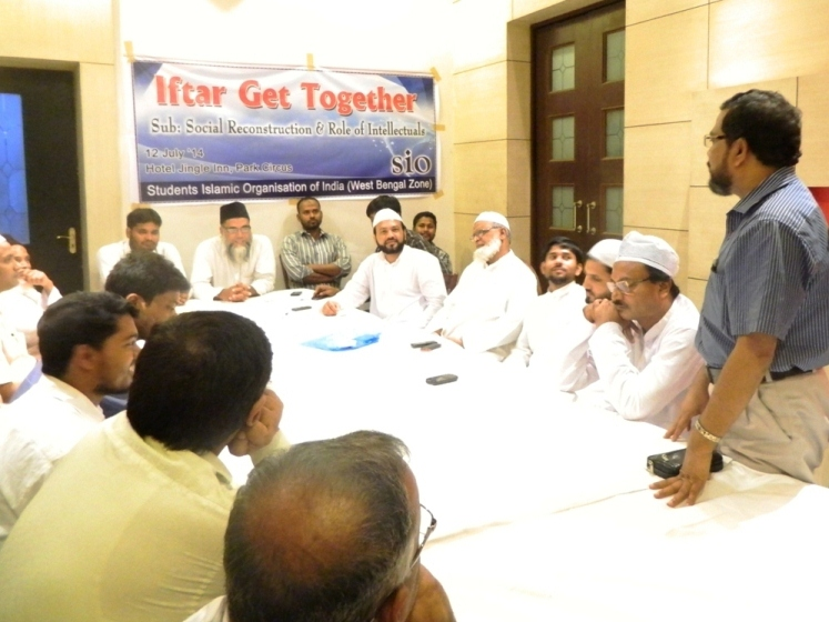 SIO hosts Intellectuals' Meet cum Iftar Party