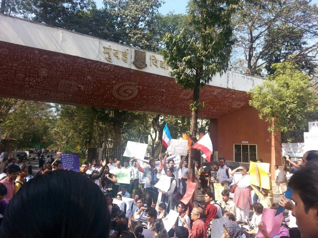 SIO Join Protest over Dalit Scholar Suicide in Mumbai turns ugly as Students Group Clash