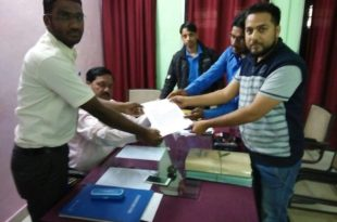 Zonal Secretary Submitting the memorandum to Minority commission along with the team.